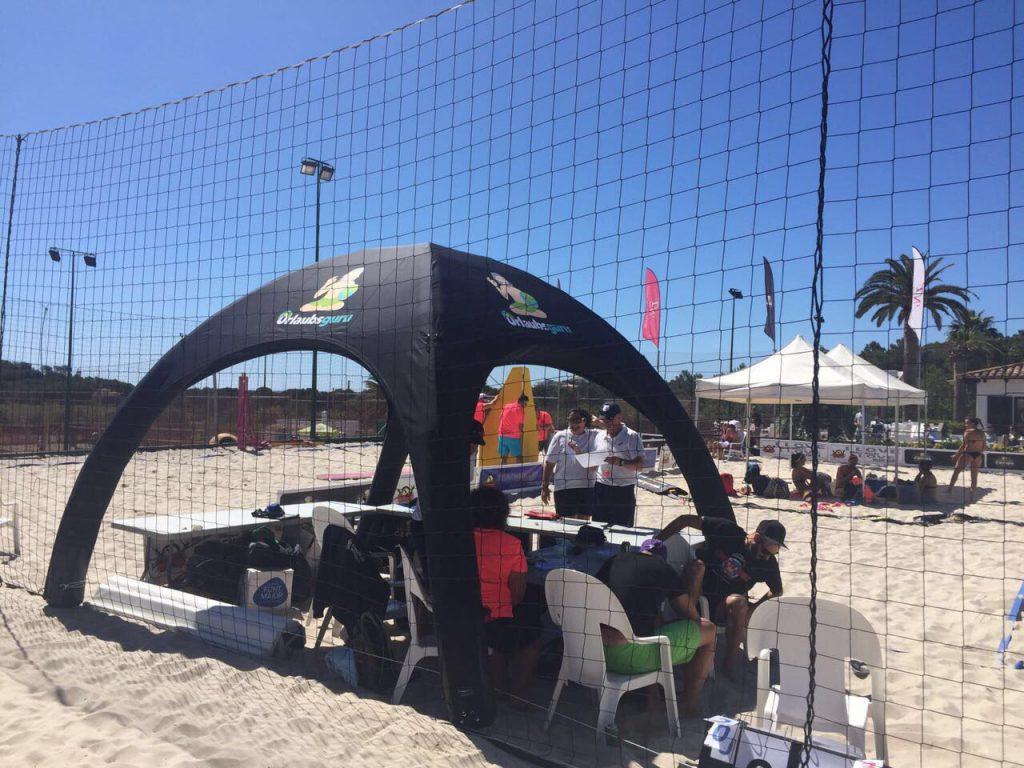 Pneumatisches Eventzelt für Sportmarketingaktion des Reiseportals urlaubsguru von Display-Max